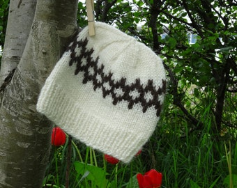 Handmade white Icelandic wool hat. White and brown pattern.Hand knitted in Iceland. READY TO SHIP