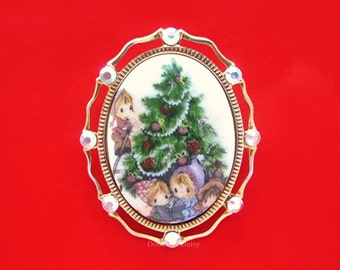Children Decorating the CHRISTMAS Tree Holiday O' Tannenbaum Porcelain Cameo Cabochan Goldtone with Swarovski AB Crystals Brooch Pendant