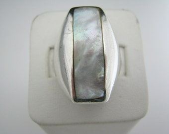 Lovely Sterling Silver Ring with Mother of Pearl Top