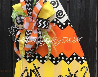 Candycorn door hanger, fun candycorn door decor, Halloweeen decor