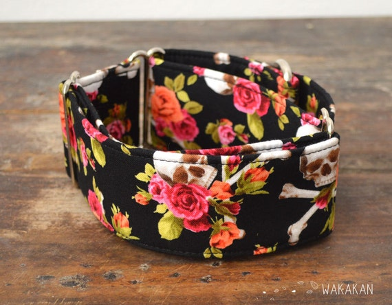 Martingale dog collar model Pin Up Skull. Adjustable and handmade with 100% cotton fabric. Skulls and roses. Wakakan