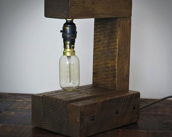 Industrial style bedside lamp with Edison bulb from pallet