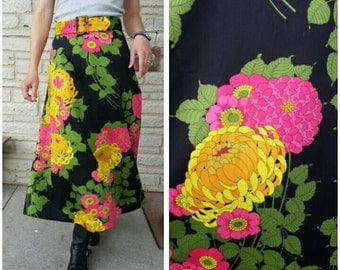 size S/M black midi skirt with pink yellow green chrysanthemum & rose print 60s 70s vtg mod chinoiserie acid era / fits waist 28 inch/71cm