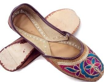 Free Shipping Sober look Multi Embroidery womens Footwear Foot Clone Flats, Wedding Shoes  ,Women Slippers , Womens designer Juti Mojari
