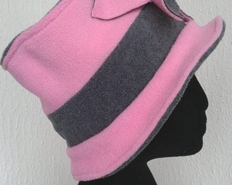 Pink and grey two-tone Hat fleece with flower on the front