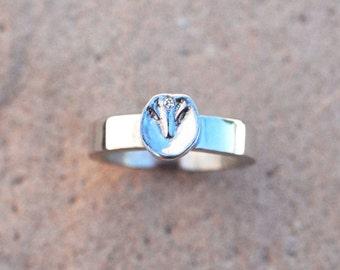 Horse hoof ring, silver horse hoof, hoof ring, bare hoof ring, hoof charm, silver hoof ring
