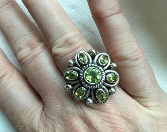 Green stone flower ring - 312
