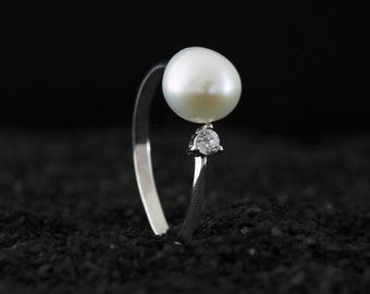 Modern Open Adjustable Ring with Genuine Freshwater Pearl and Cz