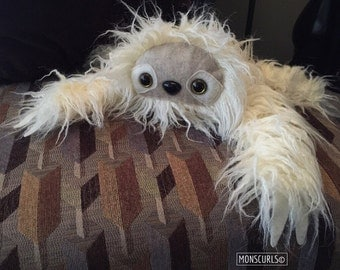 Sloth plush (curly white)