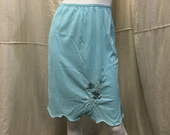 Vintage Half Slip Sky Blue Flower Embroidered Van Raalte // Retro 60s 70s Medium Small Short Skirt Knee Length