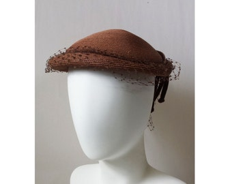 Vintage 30s 40s Brown Straw Hat // Mid century veilded brown hat // 1930s 1940s brown straw hat with velvet corded band and netted veil