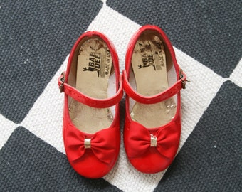 Baby Girls Red Shoes // Vintage Red Slippers // Wizard of Oz Dorothy Shoes