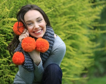 Pom-pom Knitting kit. Learn to knit a scarf. DIY super chunky pom-pom scarf, bulky scarf, extreme knitting, knitting pattern K021