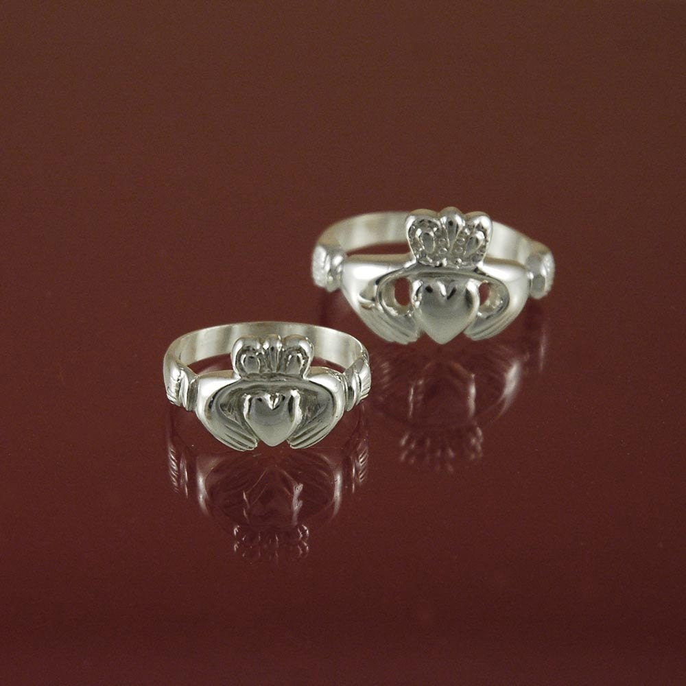 claddagh ring men a traditional irish ring which. Black Bedroom Furniture Sets. Home Design Ideas