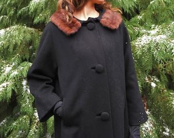 Sale! Retro, 60s, Black Coat w/Fur Collar // 1960s Vintage, Outerwear, Women's Size Large