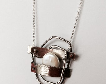 Sterling Silver Pendant with Pearl. Sterling silver during with pearl.