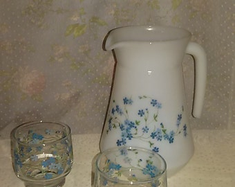 All pitcher jug Arcopal forget-me-not and her two glasses / french vintage