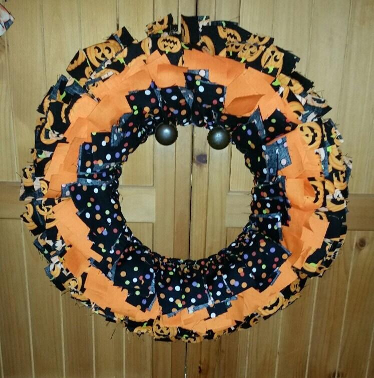 More Shabby Chic Halloween Interior Decor Ideas: Halloween Rag Fabric Wreath 19 Shabby Chic Home Decor