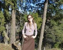 Round 'Em Up Vintage 1970's high waist LEVI brown jean skirt midi preppy western country folk bohemian small waist 27