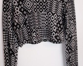 Crop Top / Geometric Patterns / Black and Grey / L