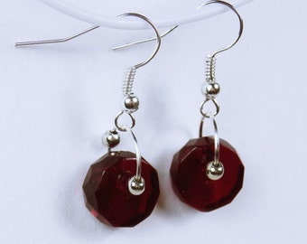 Earrings with dark red Pearl - Earrings - red - passion - blood-red beads