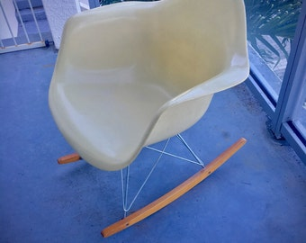 Authentic Eames Fiberglass Rocking Rocker Armshell Arm Chair for Herman Miller - Original - Vintage