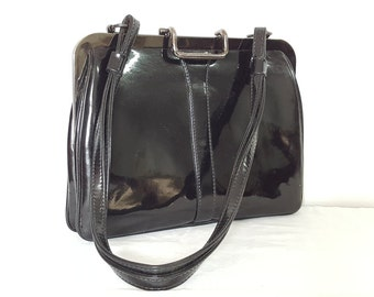 1960s Black Patent Leather Shoulder Bag With Red Leather Lining. Great everyday handbag, purse for everyday.