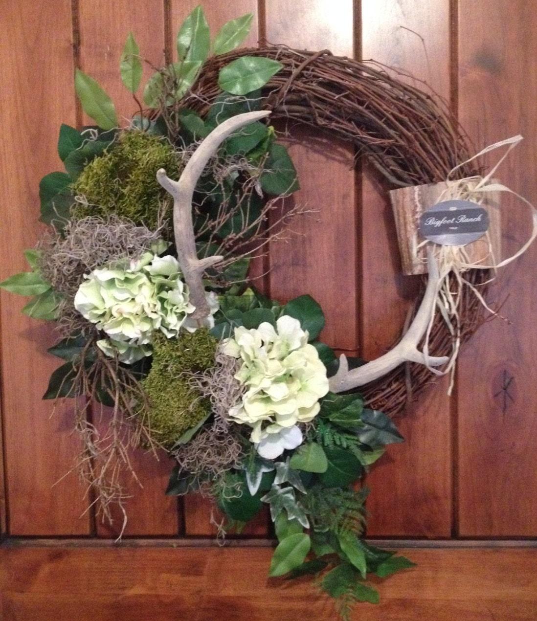 wreath with antlers rustic wreath green wreath front door. Black Bedroom Furniture Sets. Home Design Ideas