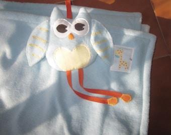 Baby polar blanket with friendly owl.