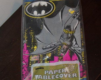 BATMAN Returns Vintage 1991 Table Cloth Tablecloth for 1990s Party Tableware Decor