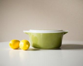 Vintage Pyrex 2.5 Quart Casserole Dish