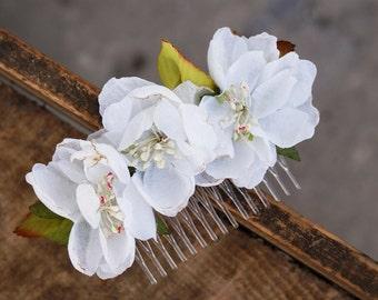flower hair comb, floral  white hair comb, wedding comb, bridal hair, fashion accessories, barn wedding, woodland style, white hair comb