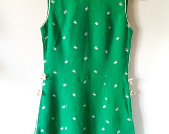 Vintage Green Shift Dress with Beautiful Embroidered Swans Medium