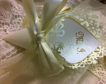 Paper Cone lace with customizations for throwing rice or rose petals