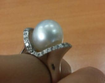 WHITE Gold 14 K Ring   with Pearl   total : 10.7 g