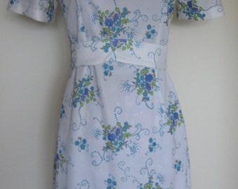 1970 polyester tight waist line summer casual dress, rear original zip, floral pattern print