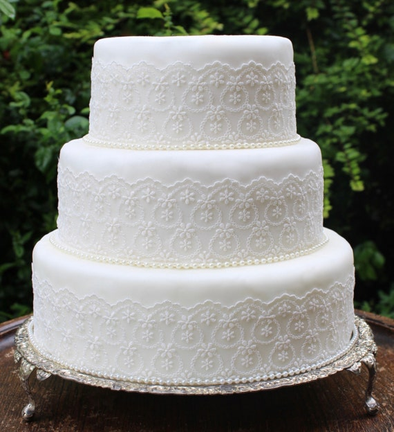 wedding cake lace trim vintage lace amp pearl wedding cake trim ivory wedding cake 23058