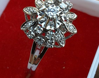 Old flower ring gold with diamonds