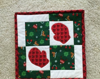 Christmas potholder, christmas hotpad, quilted hotpad, quilted potholder, christmas trivet, mitten hotpads, holiday hotpad