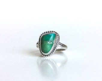 Vintage Turquoise Sterling Silver Ring - Beautiful Green Blue Teal Peacock Natural Stone - Rounded Triangle Twisted Silver Edges - Size 3.5