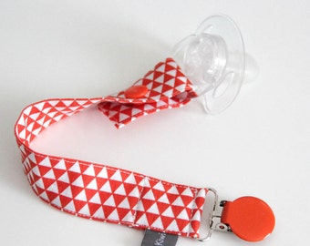 Pacifier clip - snap - enamel clip - orange - white - triangles - cotton fabric - baby boy - baby girl - baby gift - baby shower - dummy