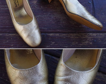 GOLD Shimmer 1960's 70's Vintage Leather Metallic Gold Pumps // High Heels // by Naturalizer // size 6.5 // 6 1/2