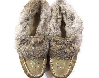Fur Lined Moccasins / Vintage 1980s Beaded Moccasin loafers in Grey Suede / Women's Size 7