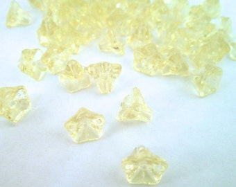 12 pale yellow glass trumpet beads, lovely smaller size (6x9mm) TS15 pale yellow