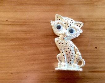 Mod Cat Earring Holder, Vintage Gold Pity Kitty Jewelry Display, Googly Eye / Big Eye Kitty Cat, 1960s Kitschy Earring Tree. Brass Decor