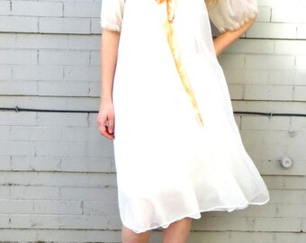 1970's Elegant Nightgown // 70's Nylon Flowy Gown // Virgin Suicides // Women's Large // Lace and Gold Ribbon // 1970s 1960s // Prairie