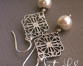 Antiqued filigree Bridesmaid jewelry set of 8, eight pairs silver vintage style pearl earrings, white Swarovski pearl bridesmaid earrings,