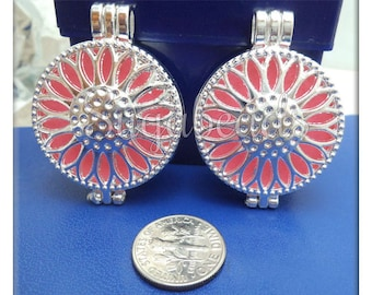 2 Round Silver Plated Flower Lockets with scent pads 44mm PS192