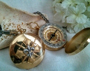 Unisex Wanderlust Compass - Fleur de Lis Steampunk Travel Compass -  Pocket Brass Compass Locket - For Him or Her - Wedding, Graduation Gift