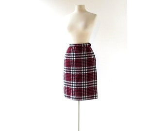 Plaid Wool Skirt / Vintage 1960s Skirt / Houndstooth Skirt / 27W Small